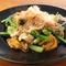 店主考案の創作料理『小松菜と油揚げのお江戸チャンプルー』