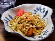 オリジナルの醤油味、定番のソース味。共に人気を博している『富士宮やきそば』