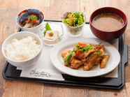 柔らかな地鶏を甘辛いアジアンテイストで楽しむ『米沢郷地鶏「スイートチリソース」セット』