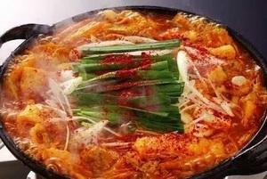 味噌ベースのピリ辛味がクセになる!『赤辛鍋』
