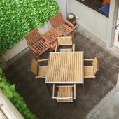 吹き抜けのテラス席は明るく開放的で、リラックスできる雰囲気