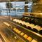 本場のギリシャワインが豊富。フランス産の高級銘柄も揃う
