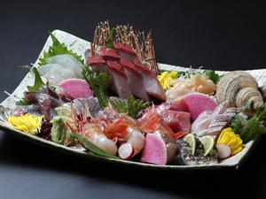 旬の地魚の美味しさを心ゆくまで堪能する『本日のお造り・盛り合わせ』