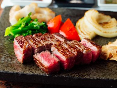 赤身の旨味を存分に堪能できる『特選神戸ビーフ ロースステーキ』