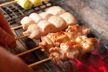 食材の旨味をたっぷり引き出した『炭火焼鳥 各種』