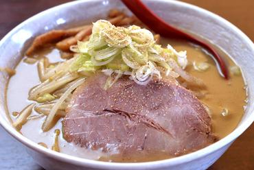 店主こだわりの北海道産ちぢれ麺と、濃厚味噌が織りなす『味噌ラーメン(150g)』