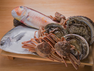 年間で焼き物に使う魚は7種のみ。産地にこだわらず旬を追う