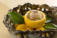 『先附』は、料理人の挨拶代わり。豪華な食材や目にも美しい盛り付けで心を掴みます