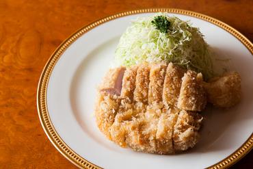初代がミラノ風カツレツを天ぷら式に揚げた、元祖『カツレツ』