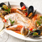 有機野菜のバーニャカウダと松阪牛極上ロース、築地直送鮮魚を盛ったおすすめスペシャルコースメニュー。