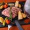 希少部位ザブトンを使った肉料理など肉メニューも充実