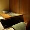人数や目的に合わせて利用できる、5つの落ち着いた個室を完備