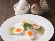 ビストロを代表する料理。卵とジャガイモのシンプルな組み合わせに、シェフ特製の自家製面白マヨネーズを添えて