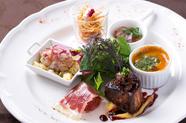 旬の食材を楽しむ『季節の前菜盛り合せ』 (生ハム、海の幸、パテなど約7種)