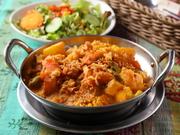 お米の貴公子とも呼ばれるバスマティライスを多彩なスパイスで炊き込んだインドの混ぜご飯。濃厚なカリー風味とあっさりとしたご飯の味のコンピネーションが食欲を刺激し、クセになる一品です。