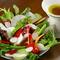 新鮮野菜の味を引き出す自家製ディップ『地元野菜のバーニャ・カウダ』