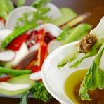 新鮮野菜と自家製ディップを堪能『地元野菜のバーニャカウダ』