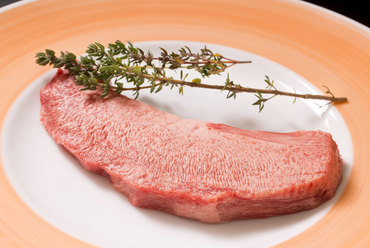 最上級とされる中心部分を堪能『<タンの真ん中>ステーキ』