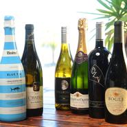 フランスの「シャブリ」など、牡蠣と相性の良い辛口系の白ワインを中心に、肉料理に合う赤ワインなども加った、幅広いラインナップ。ランチタイムからシャンパンを片手に牡蠣を楽しむ姿も多く見られるそうです。