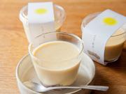 そば茶を牛乳でじっくり煮だしてつくる絶品ぷりん。低温で時間をかけて固めるので、なめらかな食感です。カラメルではなく、丹波篠山の小豆を自家炊きした粒あんを使用。そば茶の風味との相性抜群です。