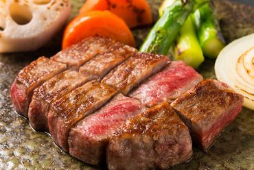 お肉の旨味を存分に堪能できる『神戸ビーフ』