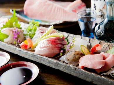 身の引き締まった旬の魚を存分に味わえる『お造り盛り合わせ』