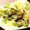播州地鶏とオニオンヌーボのジェノバサラダ