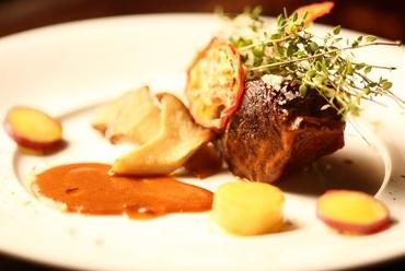 秘伝のソースと柔らかい食感『和牛ホホ肉の赤ワイン煮込み』