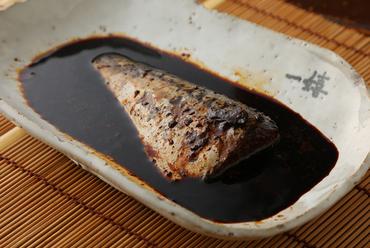 じっくり煮込んだ鯖と出汁の旨みが凝縮された自慢の逸品『一嬉の鯖煮』