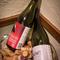 カウンター席でワインボトルを眺めながら、お好みの1本を選べる