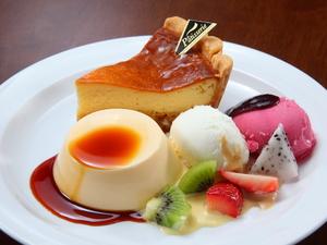 お腹も心も満足。欲張りケーキプレート『チーズタルトのロイヤルケーキ』