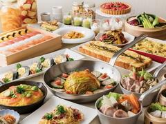 和洋中の料理とデザートのビュッフェメニューに加え、選べるスープの鍋料理を新たにご用意。