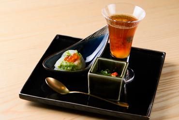 季節の海の幸を味わう前菜『旬の小鉢3品』