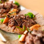 お刺身は3種、牛タンのタタキが楽しめる贅沢コース!国産牛カルビの朴葉焼きなどボリュームもたっぷり。