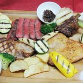 山梨ブランドの牛・豚・鶏肉が一度に味わえる「肉盛りプレート」
