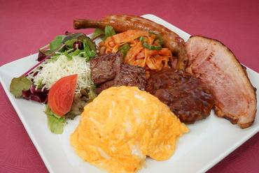 富士山麓牛や甲州クリスタルポーク、ワイン玉子など山梨が誇る食材が大集合『ガッツリ大人のお子様ランチ』