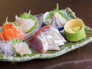 料理人が鮮度にこだわり市場や鮮魚店で仕入れる『鮮魚の5点盛り』