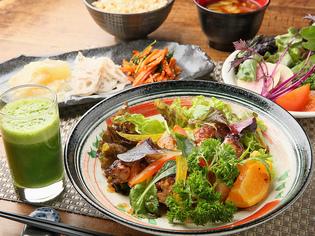 地元で作られる、体にやさしい無農薬野菜を使用しています