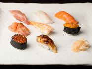 その日仕入れたネタの味を知り尽くせる一品『特上寿司』