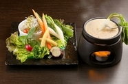 野菜のカラフルパレットに和風ソースのコク『バーニャ和カウダ』