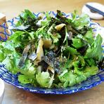 ドレッシングの味わいと春菊の味にこだわった『春菊のサラダ』