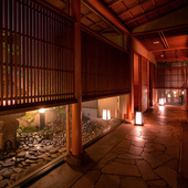 個室の入口へと続く、4階の廊下
