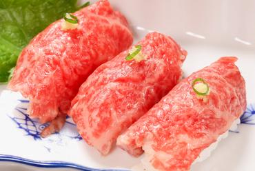 肉の旨味を存分に楽しめる『特上飛騨牛にぎり寿司』