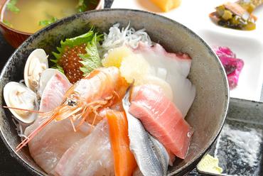 大洗の魚を味わい尽くす『特選海鮮丼』