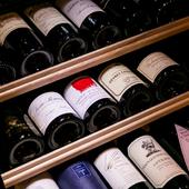 極上の料理と相性のよい幅広い銘柄のワインを取りそろえて