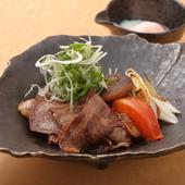 日常的な価格で上質な味を『黒毛和牛鉄板すき焼き』