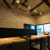 天井が高く、開放感のある空間。グループでの利用にも!