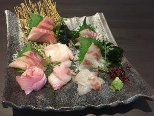 四季折々の新鮮な魚が数種類堪能できる『お刺身 盛り合わせ』
