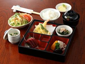 ランチ限定!少しずついろいろな料理が楽しめる『松花堂』