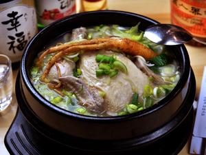体に優しい味わい『参鶏湯 サムゲタン』